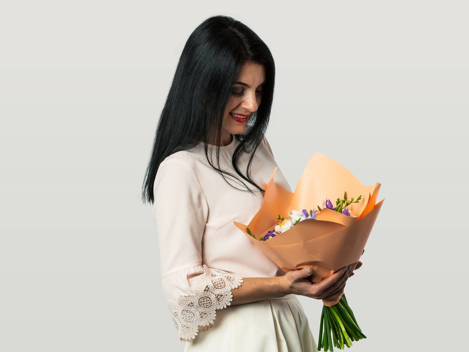 Maria holding a bunch of flowers